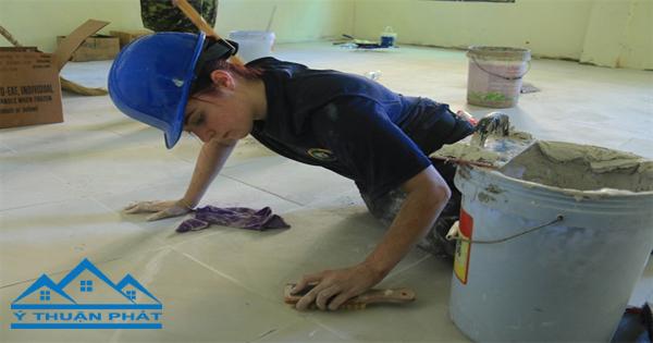 Thợ chuyên nhận ốp lát gạch